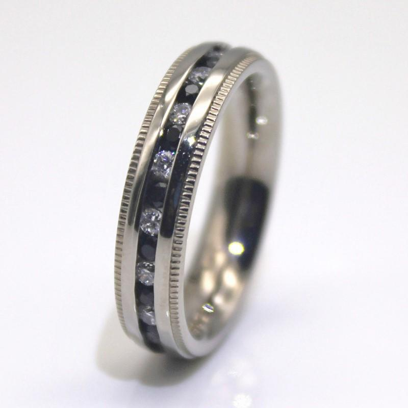 Surgical Stainless Steel White and Black Cubic Zircon CZ Women Wedding Rings China Factory